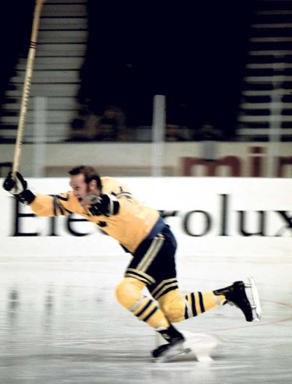 """VM-invigningen i Stockholm 1970 slutade med ett magplask för Sven Tumba. """"Det låg papper på isen och det är inget att åka på. Då blev man känd på det sättet också."""""""