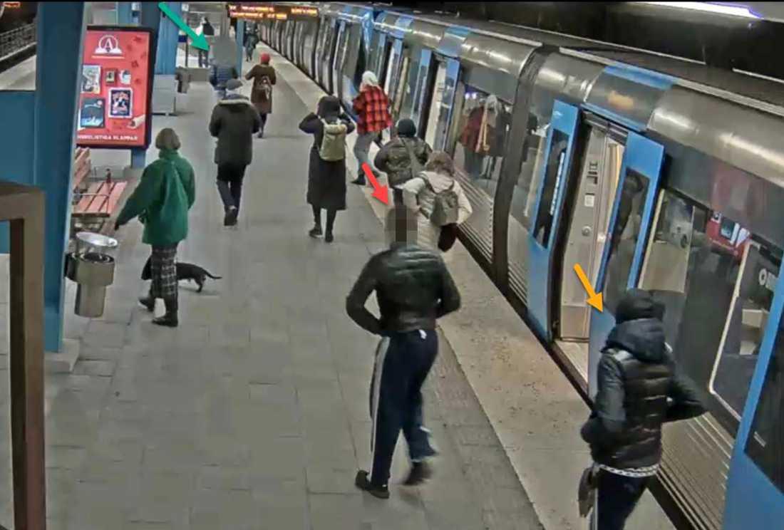 """Ungdomarna som nu dömts har sagt att de fick syn på offret """"Peter"""", 18, i tunnelbanan."""