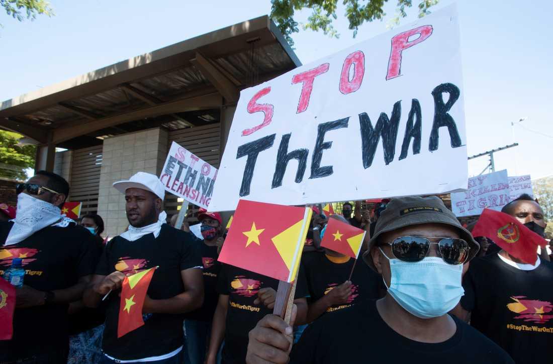 Tigreaner i Pretoria i Sydafrika protesterar mot kriget i Tigray.