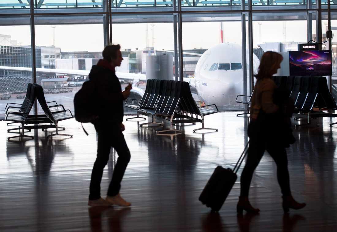 Flygresandet minskar i Sverige. Under första kvartal flög 378000 färre passagerare från svenska flygplatser jämfört med samma period förra året. Också antalet starter och landningar minskar.