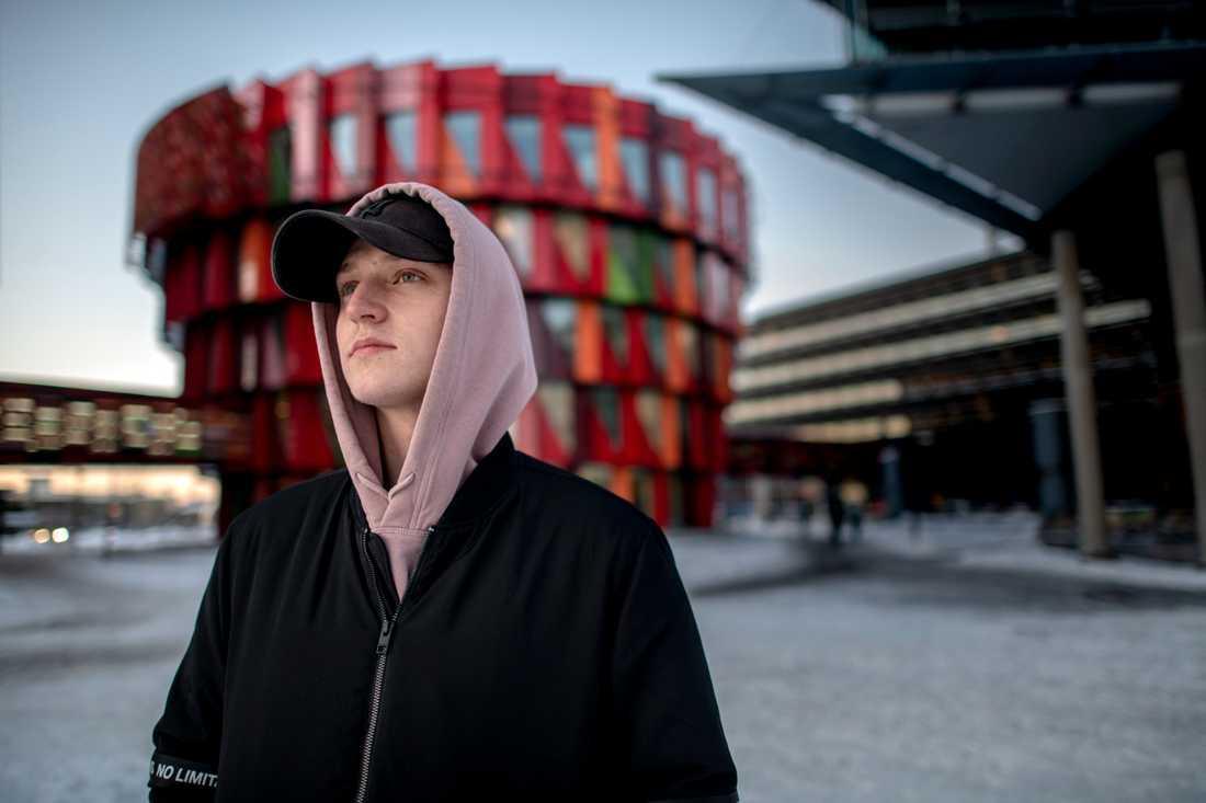 Philip Åkerblom skulle ha mönstrat våren 2018. När han missade chansen slutade det med en dom för brott mot totalförsvarsplikten.