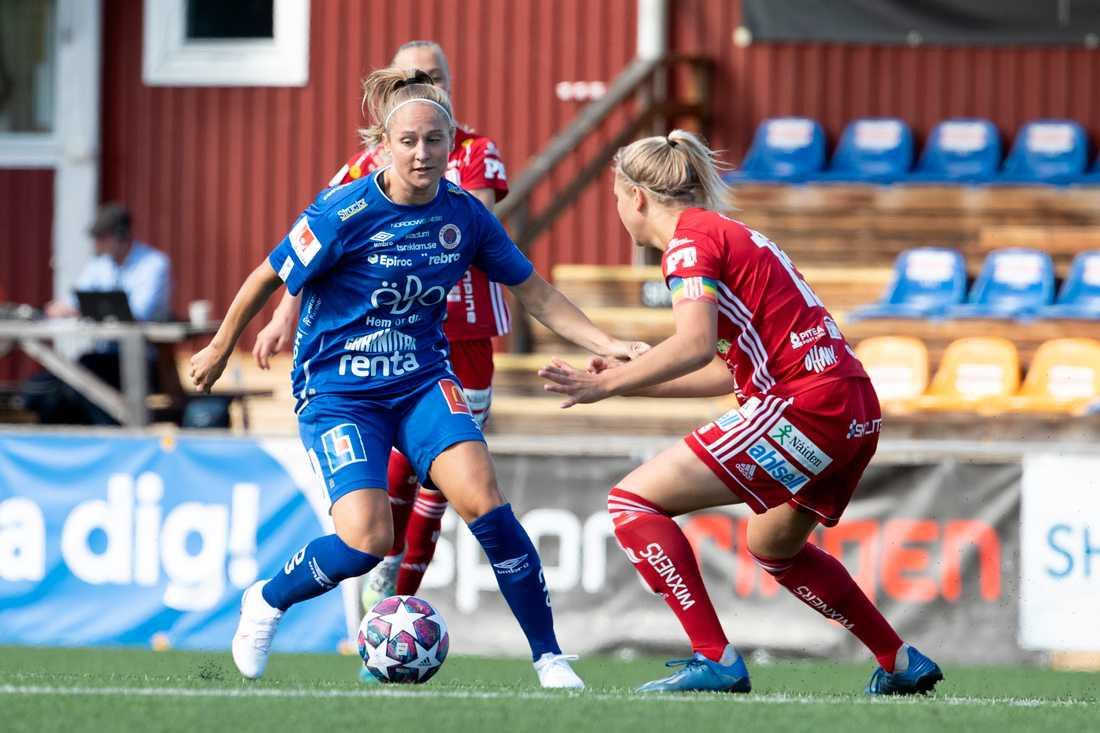 Örebros Karin Lundin (vänster) skrev, precis som i söndagens möte med Piteå, in sig i målprotokollet borta mot Umeå.