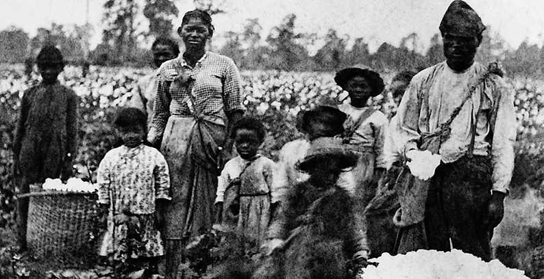 """Sedan slaveriet avskaffades har USA:s rättssystem använts för att kontrollera och fängsla landets svarta befolkning, enligt dokumentären """"Det 13:e tillägget""""."""