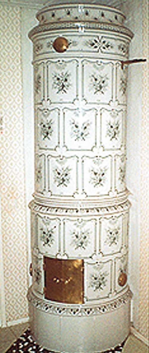 Kakelugn No. 158. Ekeby. Rund ugn som är heldekorerad och färglagd. I det antika sortimentet. Pris: 65000 kr. www.mariebergs.com