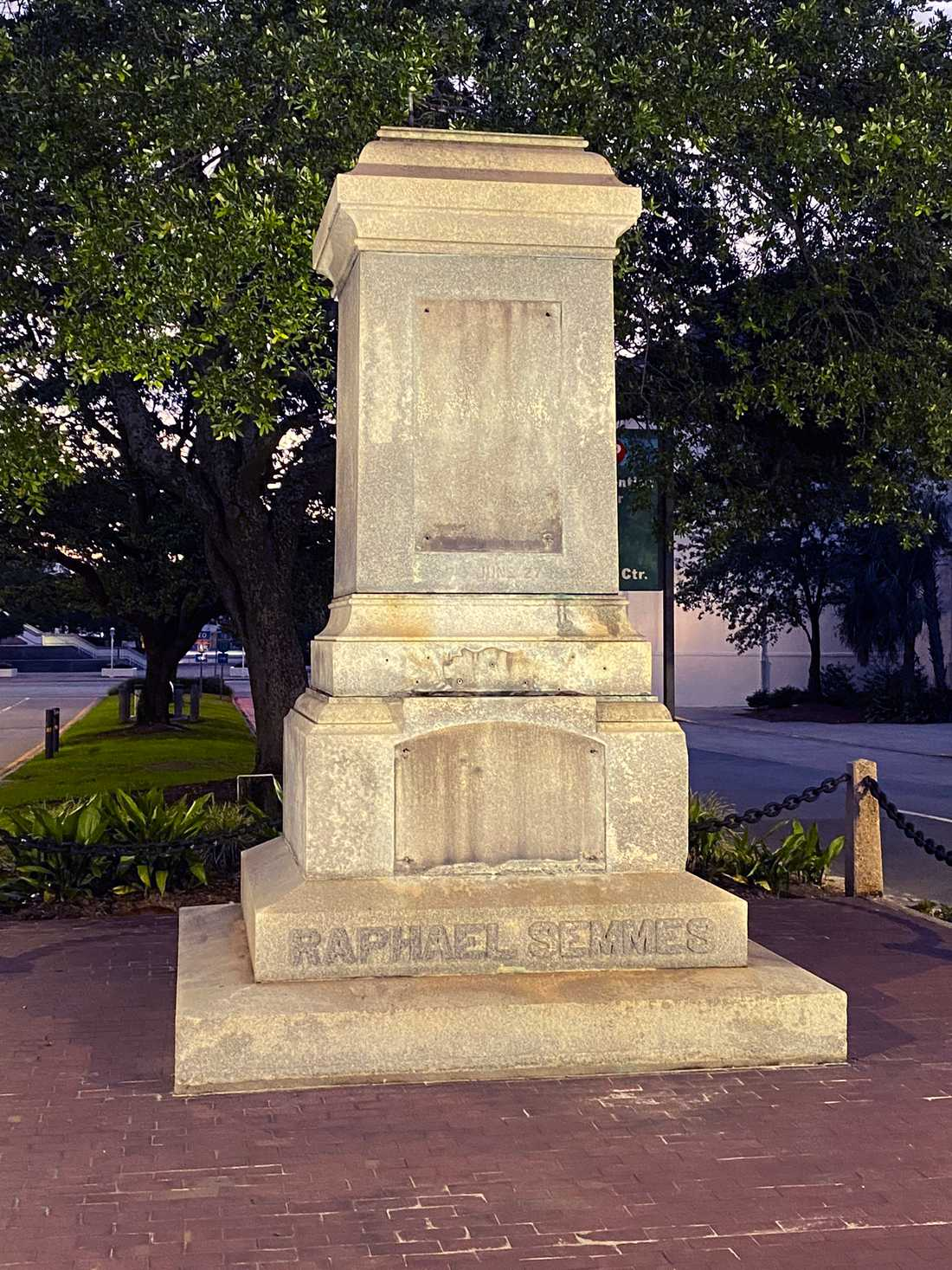 Sockeln där en staty av sydstatsamiralen Raphael Semmes tidigare stod i Mobile i Alabama.