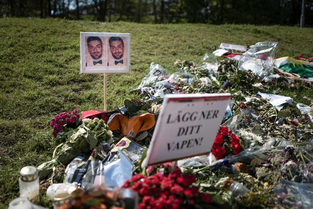 Platsen utanför skolan där Alan Amin sköts ihjäl.