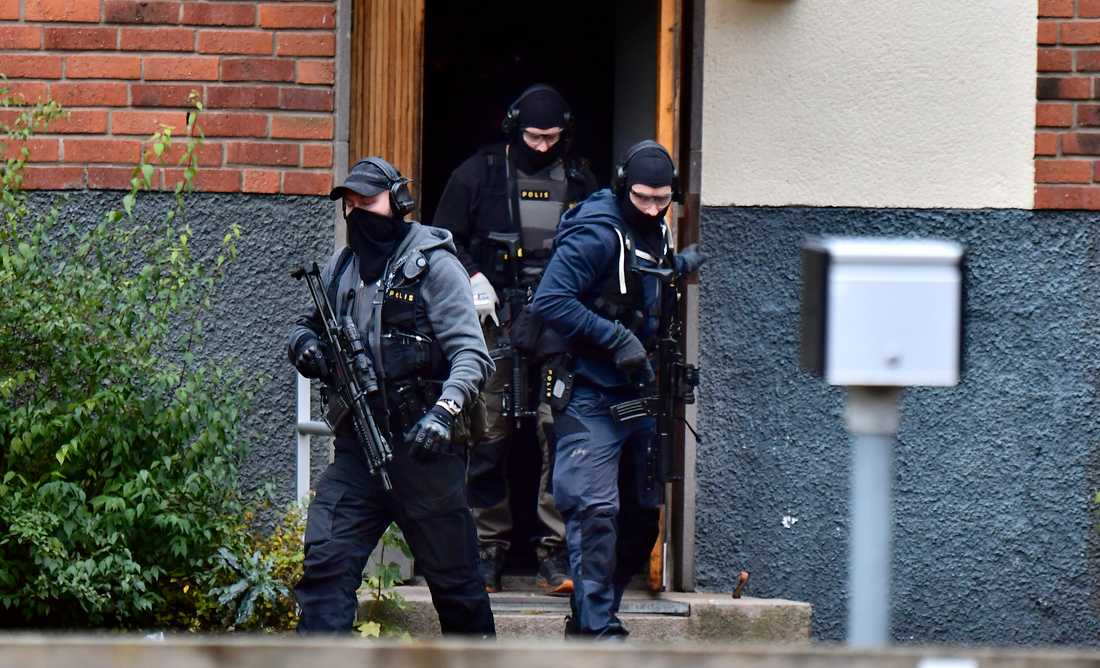 Polisens insatsstyrka slår till mot en adress i Västerås.