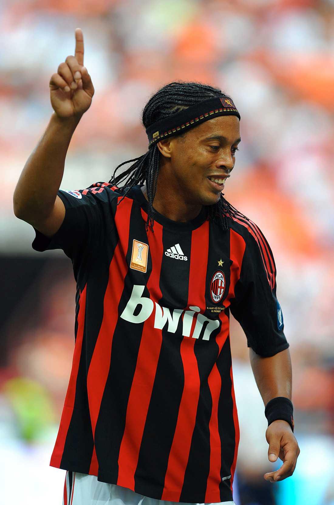 Rivalernas stora stjärna, Ronaldinho, gjorde Adriano sällskap i nattlivet.
