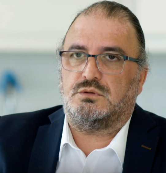 Sjukhuset utredde anklagelserna mot Inti Peredo, men kunde inte fastställa att diskriminering. Ändå blev Peredo omplacerad.
