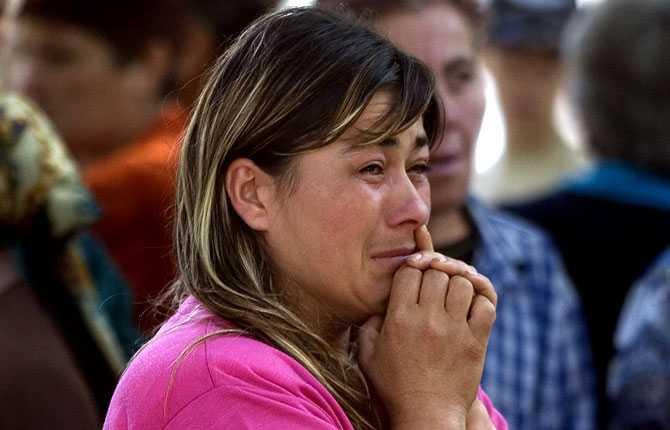 En kvinna väntar på att registreras i ett flyktingläger i Nordossetien efter att hon tvingats lämna sitt hem på grund av striderna.