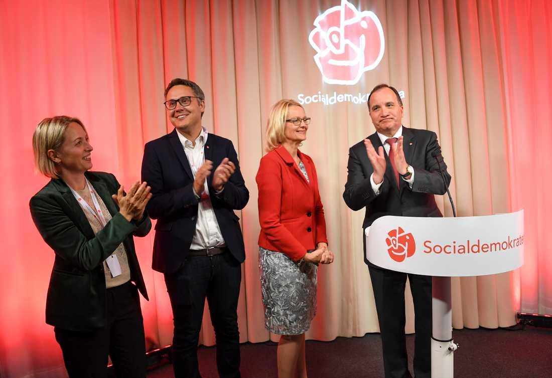 Jytte Guteland, Johan Danielsson, Heléne Fritzon och statsminister Stefan Löfven vid Socialdemokraternas valvaka.