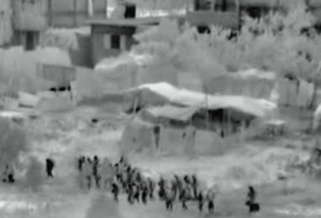 Bilder tagna ur en video släppt av israelisk militär visar trupper som korsat gränsen till Gaza.