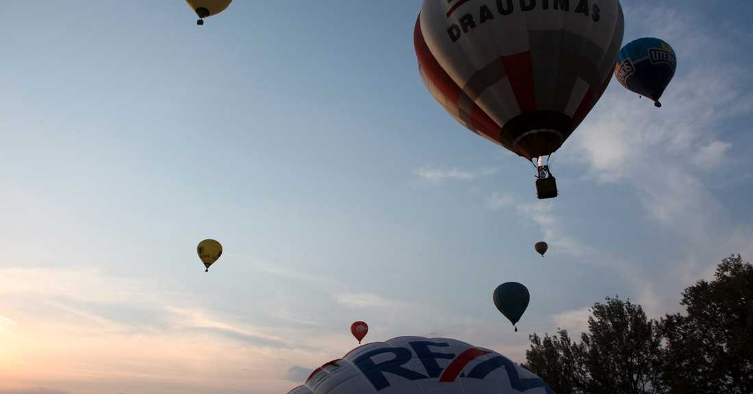Luftballonger – överallt. Populär sysselsättning i Vilnius: att spana på stan uppifrån.