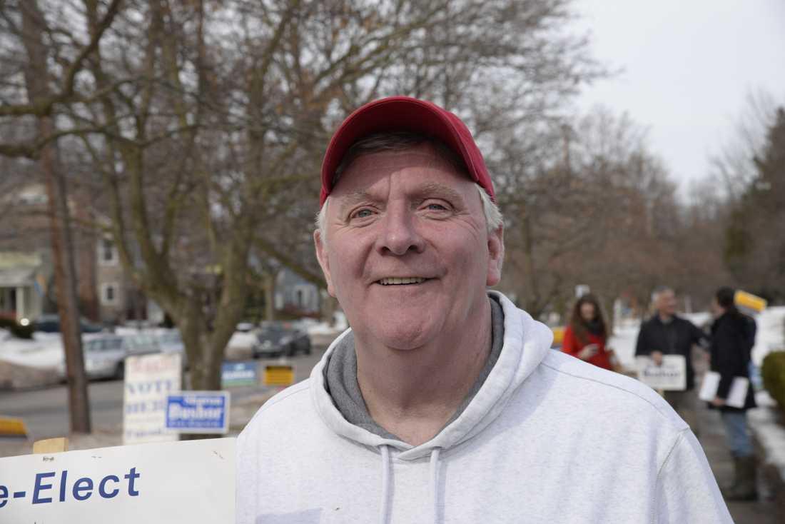 Jim Hartnett, 59, hoppas på att någon från Demokratiska partiet vinner över Donald Trump i presidentvalet i november, men tror inte att det blir så.