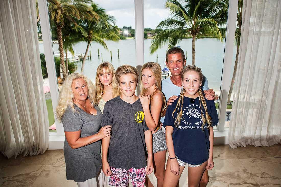 Hela familjen Parnevik: Mia, Penny, Phoenix, Philippa, Jesper, och Peg.