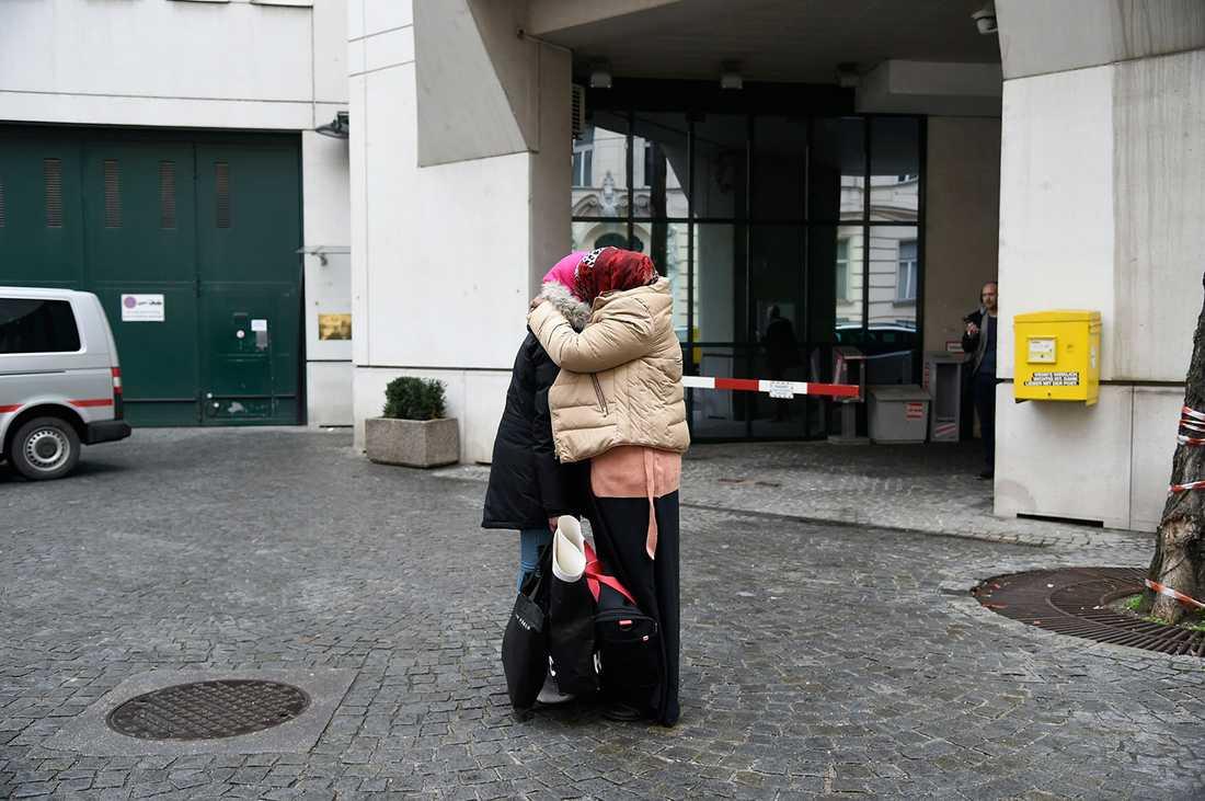 """""""Jag vill åka hem"""", sa hon. """"Det har varit den värsta tiden i mitt liv. Jag vill åka hem till min familj""""."""