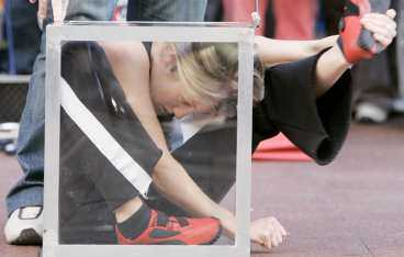 invecklat Emma Turnbridge behöver inte ta av sig skorna.