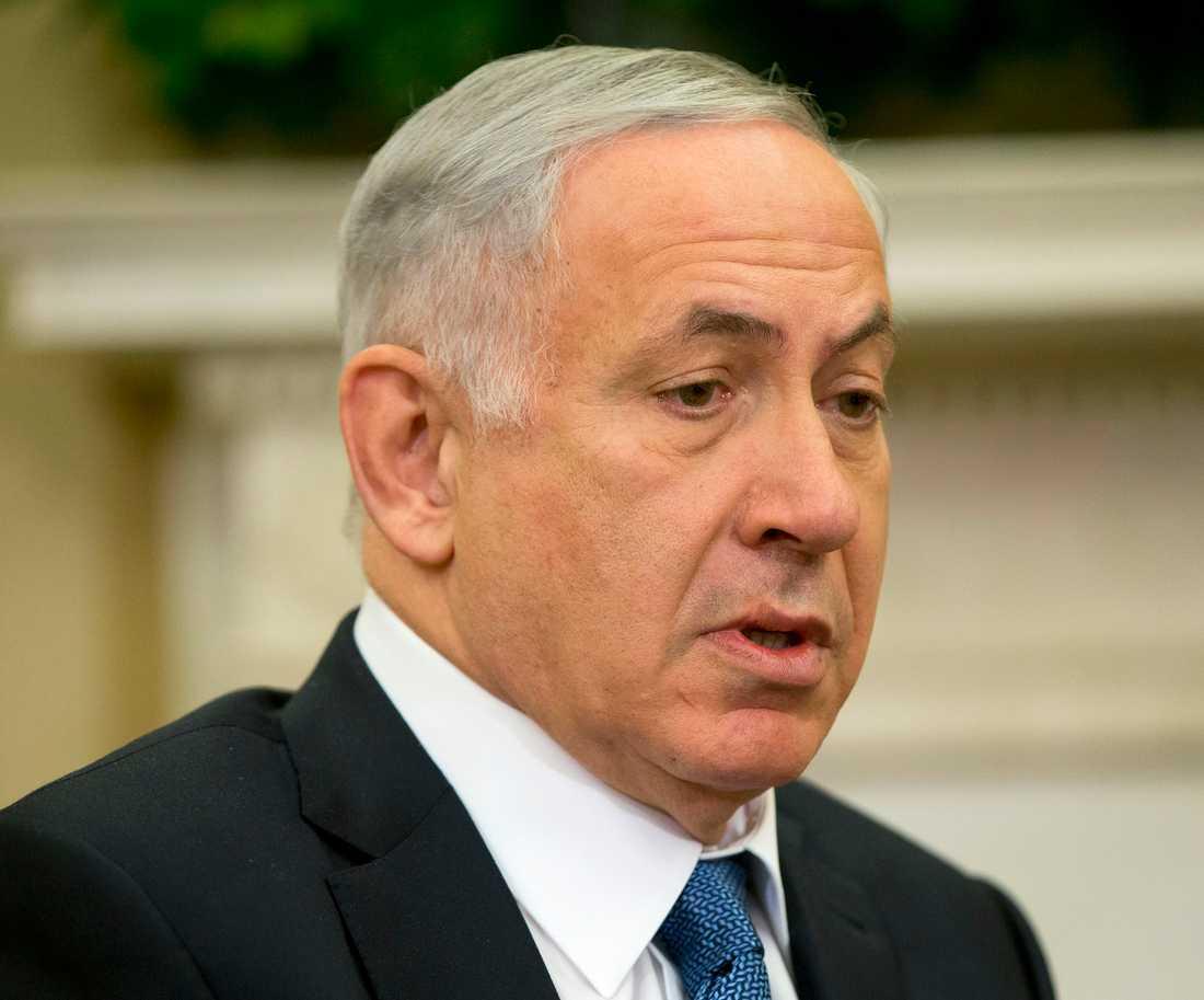Fördömer  Israels premiärminister Benjamin Netanyahu.