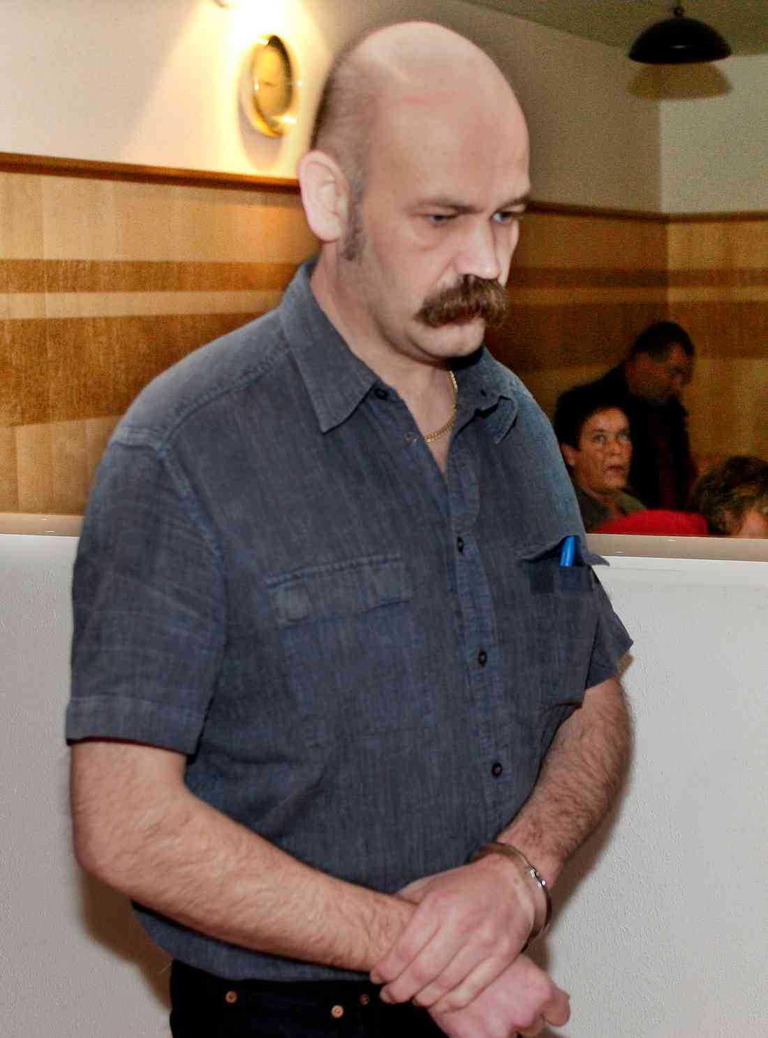 Styvpappan Eddy Larsson har dömts för flera brott sedan han frigavs.