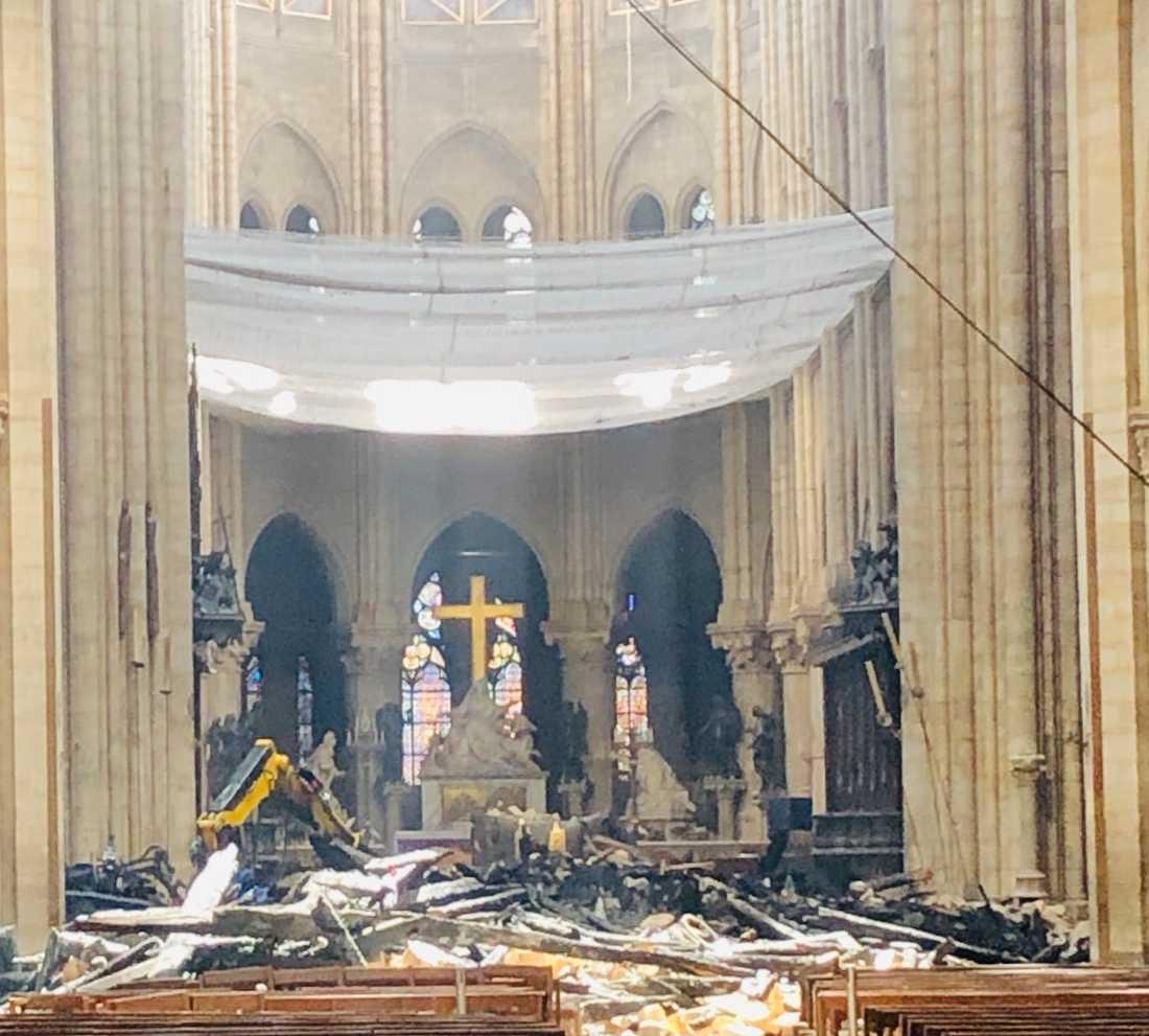 I april brann den världskända katedralen.