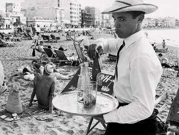 I charterns ungdom var resan jobbig - men njutningen på plats desto större. Bilden tagen på Kanarieöarna 1965.