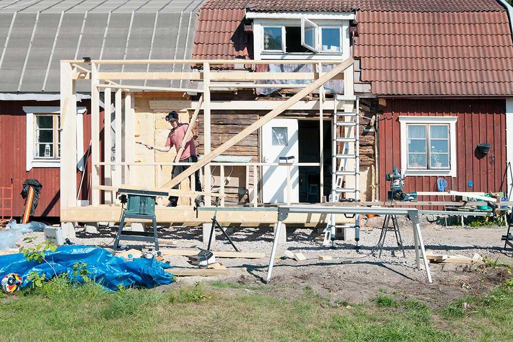 Om du vill bygga ut eller bygga om huset i sommar är det hög tid att söka bygglov nu.