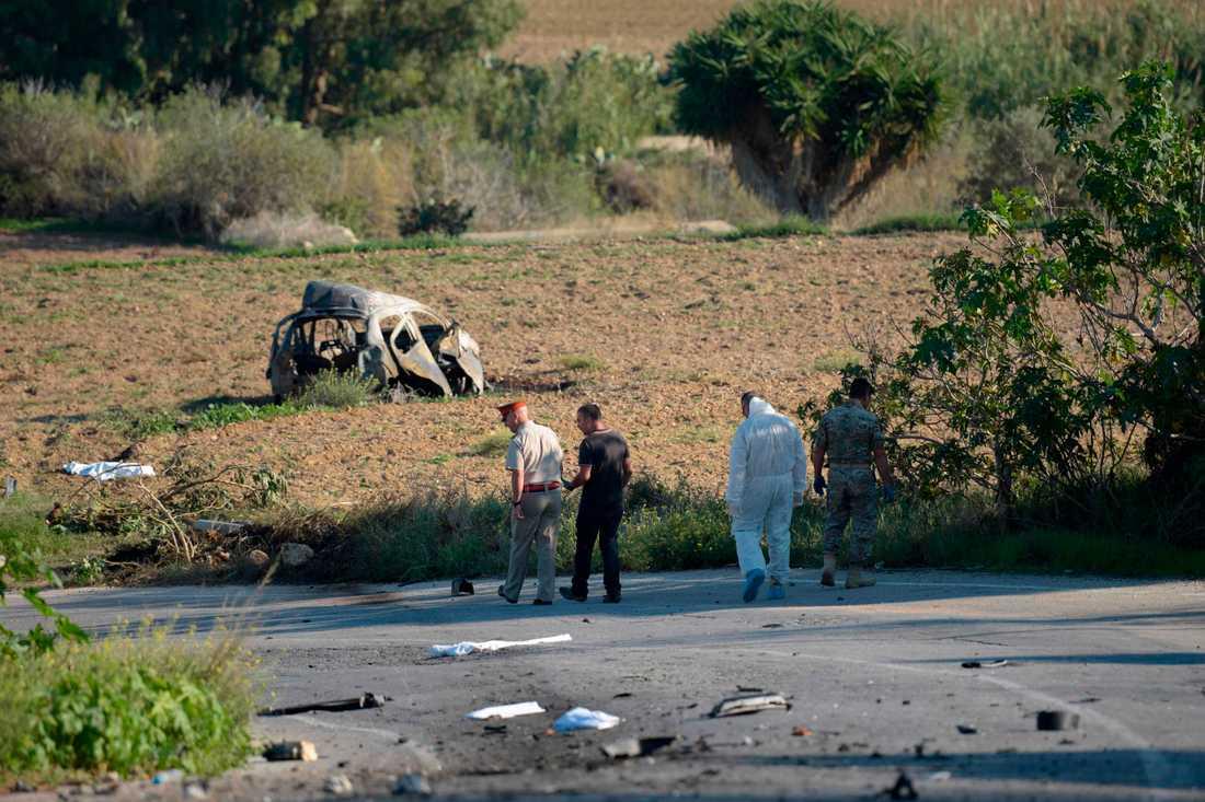 Enligt tidningen the Malta Independent ska bomben ha legat på vägen, och inte funnits i bilen.
