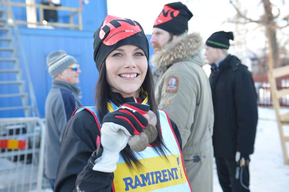 Sofia med medaljskörden.