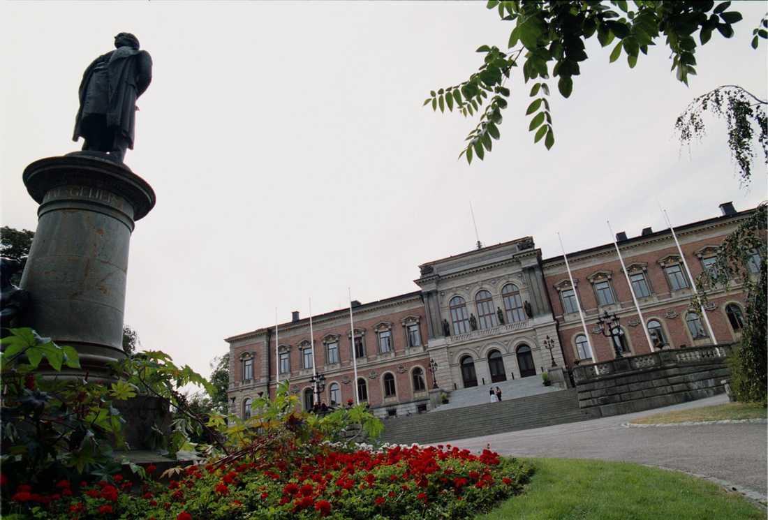 En kvinnlig student som varit spålöst försvunnen sedan november söks nu både i Sverige och utomlands.