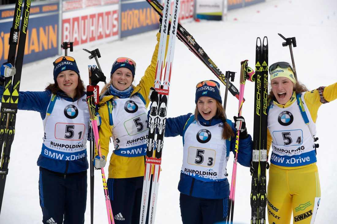 Åkarna i stafettlaget som kom trea i Ruhpolding – från vänster: Linn Persson, Mona Brorsson, Anna Magnusson och Hanna Öberg – är klara för OS i Pyeongchang. Arkivbild.
