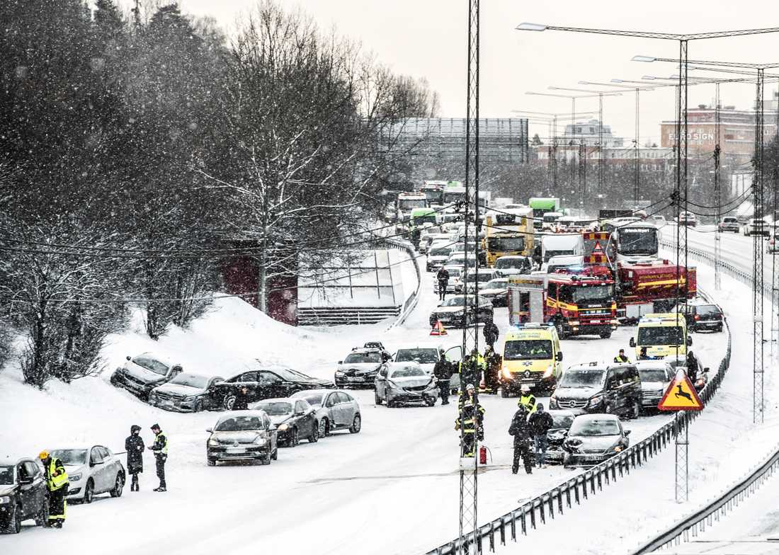 Trafikolycka vid Häggvik den 26 februari med ett tjugotal bilar inblandade.