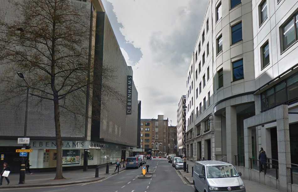 Mannen hittades skadad efter ett bråk i Westminister.
