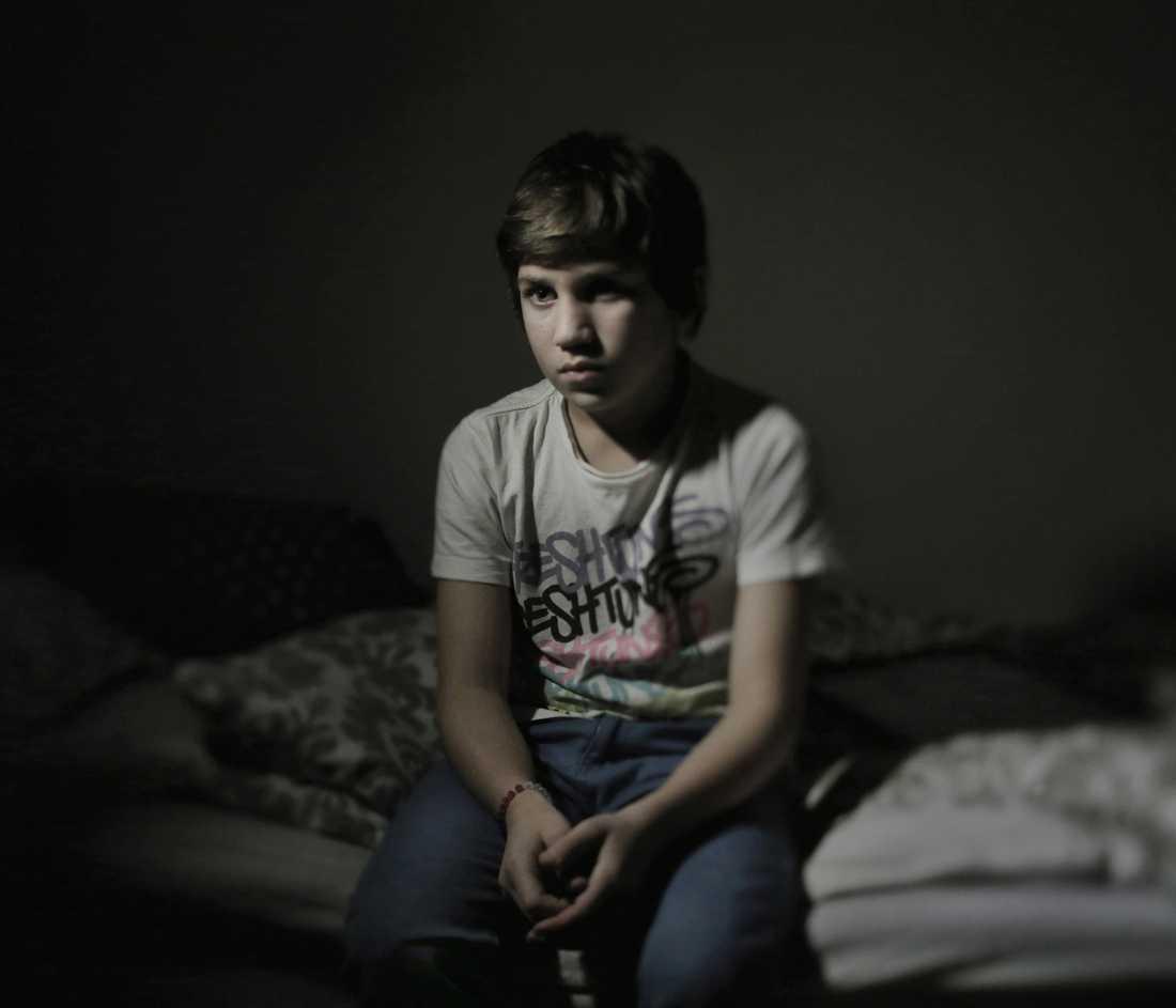 Magnus Wennman fotograferade Jonathan, 11, till det Aftonbladets unika granskning, Barnen som blev kvar. Jonathans mamma Carla knivmördades utanför sin port när han var nio år gammal.