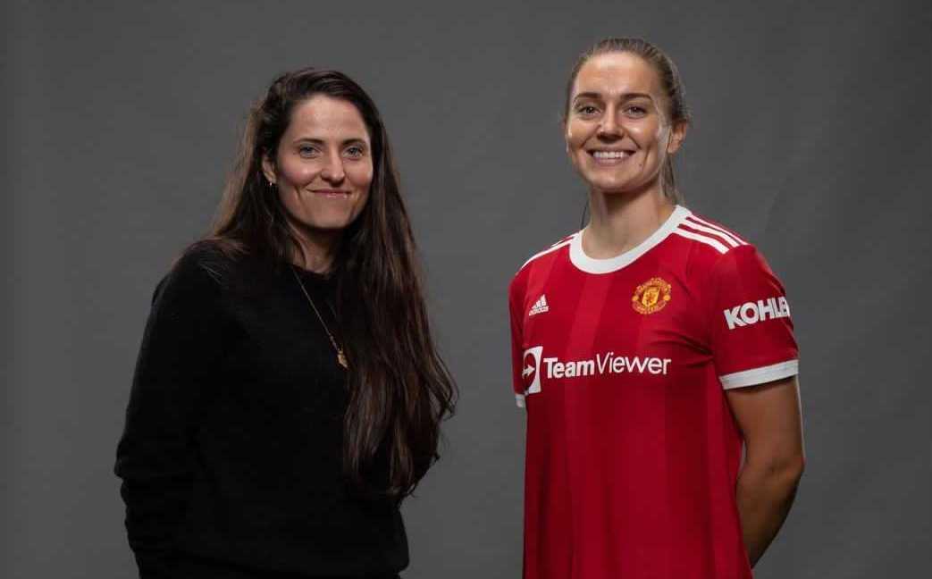 Vilde Böe Risa tillsammans med agenten Megan Brakes.