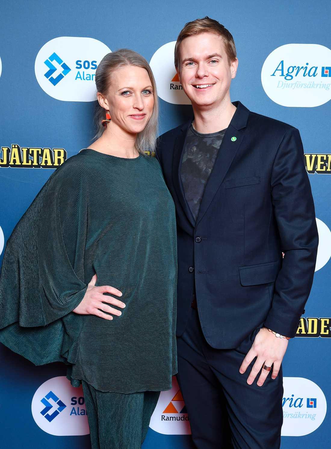 Utbildningsminister Gustav Fridolin anlände till festen tillsammans med sin Jennie.