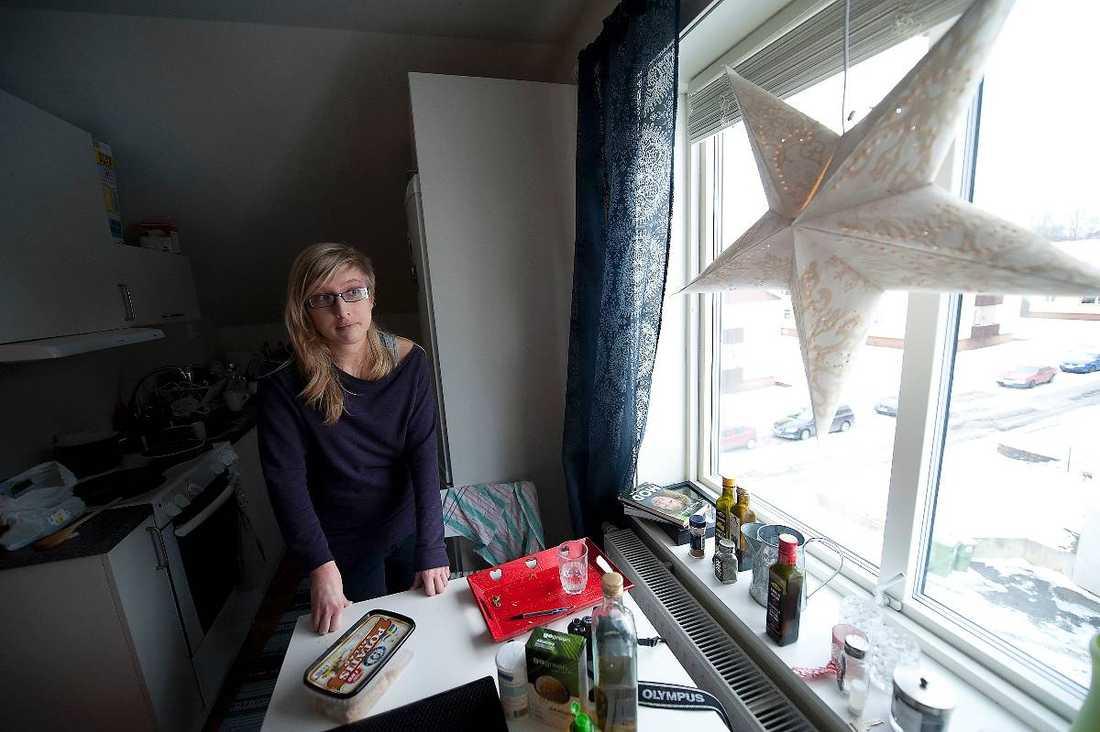 """HJÄLPER ANDRA När Helena Skagerlid, 23, läste en bok om introverta var det som att en ny värld öppnades. """"Jag insåg att det inte var något fel på mig, att jag bara är annorlunda"""", säger Helena. Nu har hon startat en blogg där introverta kan samlas och utbyta erfarenheter."""