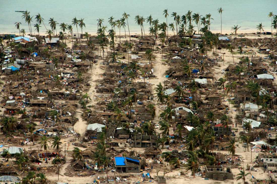 Cyklonen Kenneth har lämnat förstörda byar i Macomiadistriktet i Moçambique.