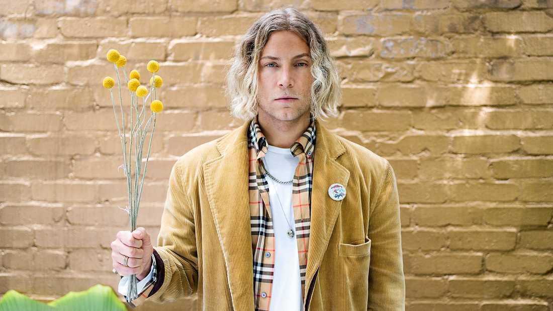 Ola Svensson släpper ny singel under artistnamnet Brother Leo.
