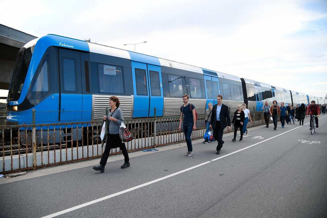Det stillastående tåget.