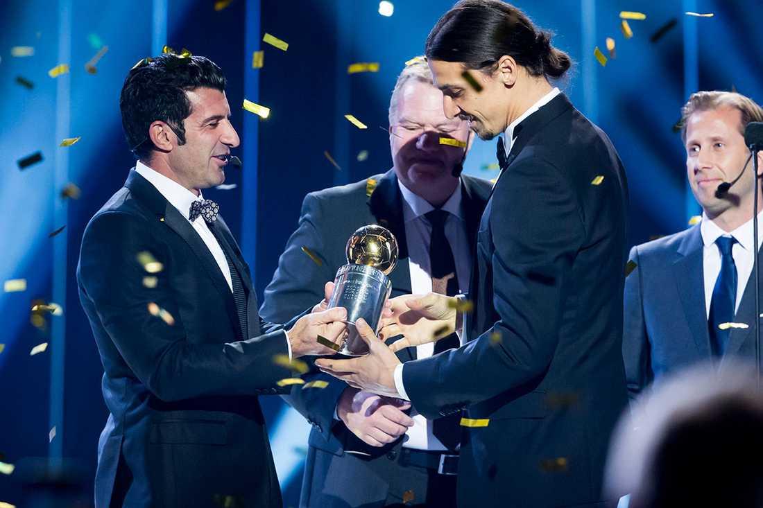 2015 Portugisiska legendaren Luis Figo är gift med en svenska och dök upp som prisutdelare när Zlatan Ibrahimovic tog ännu en Guldbollen.