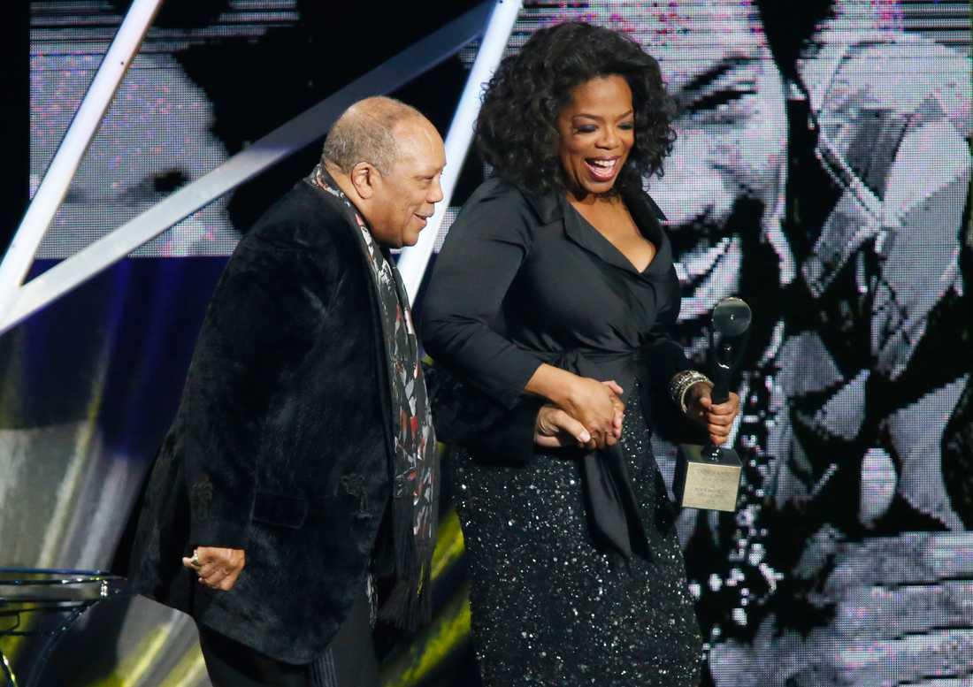 2013 förärades Quincy Jones en plats i Rock and Roll Hall of Fame, här under ceremonin med nära vännen Oprah Winfrey.