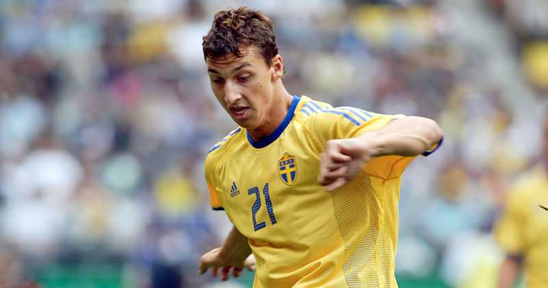 Zlatan i tröja #21 under fotbolls-VM 2002.