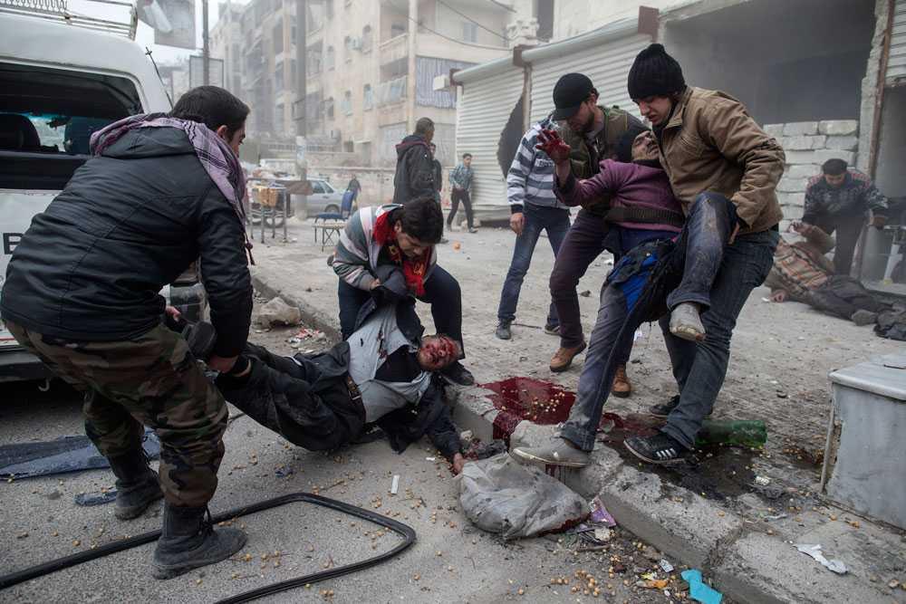 NICLAS HAMMARSTRÖM Fyra döda och 16 skadade när en granat slog ner i stadsdelen Saif al-Dawlah i Aleppo.