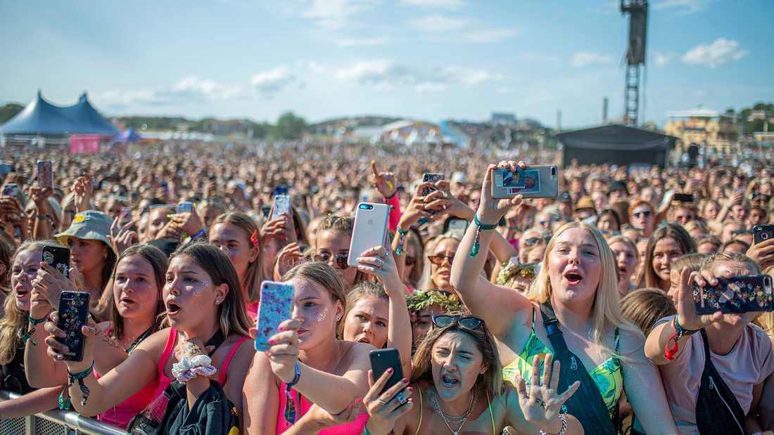 Publikhavet när Hov1 spelade på Lollapalooza i Stockholm.