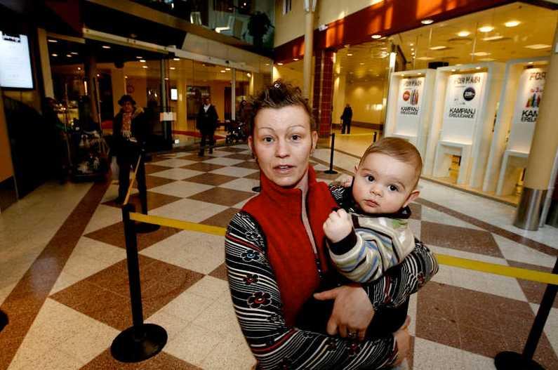 Åsa Cué passerade platsen med sonen Davíd i barnvagnen– bara en minut innan raset.