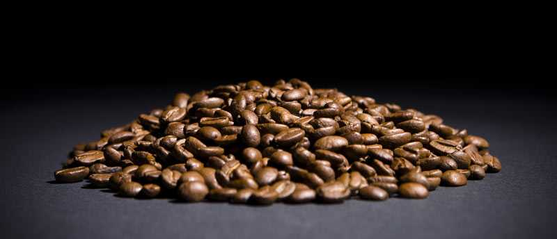 Kaffe kan komma att bli en ingrediens i solkrämerna i framtiden. Koffeinet skyddar nämligen mot solens skadliga UV-strålar.
