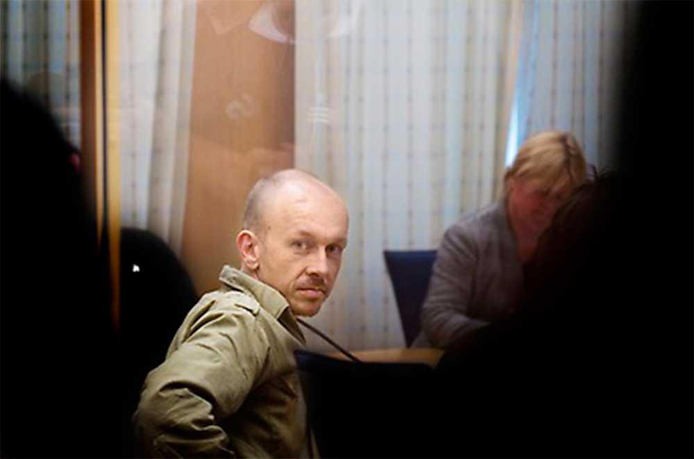 Peter Mangs dömdes till livstids fängelse för seriemord 2009–10. Sedan dess har antalet antimuslimska hatbrott ökat. 66 procent av Sveriges moskéer utsaates 2014 för vandalism, mordbrand eller hot.