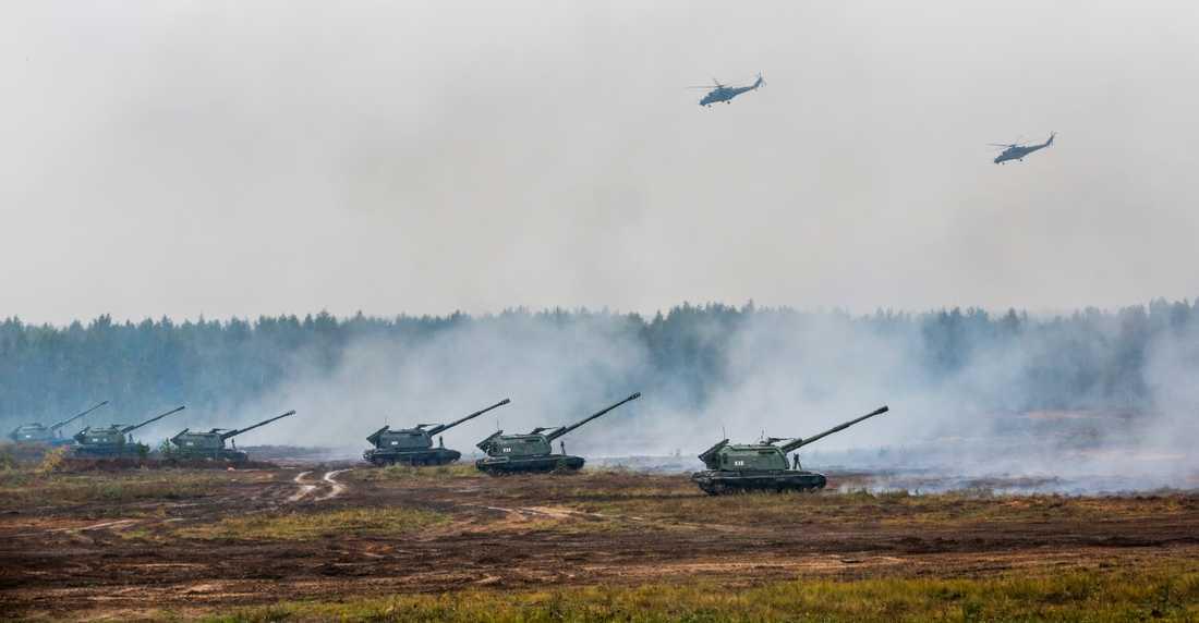 Vitryska och ryska trupper under militärövningen Zaped tidigare i höstas.