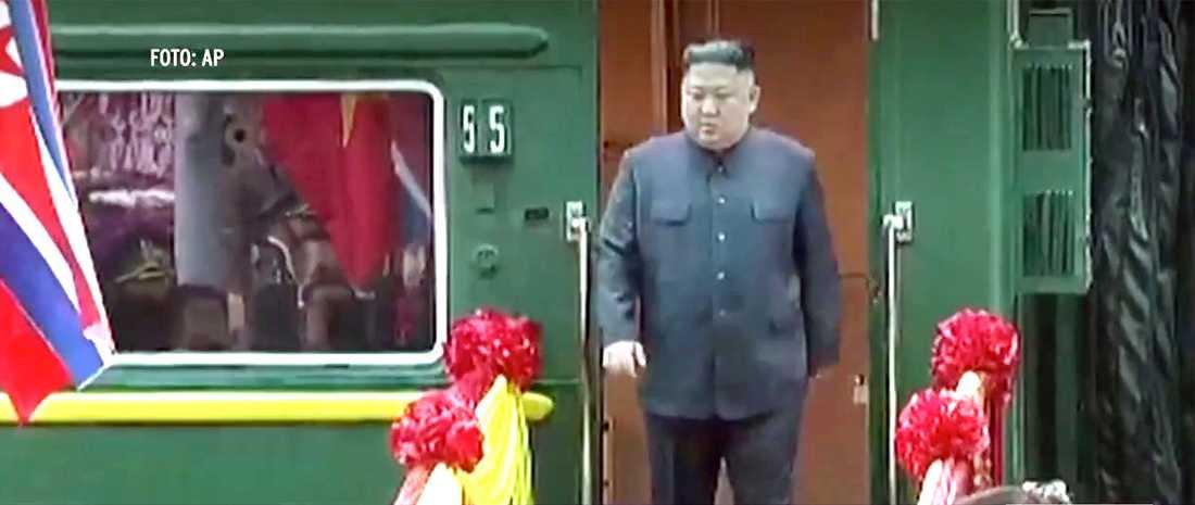 Diktatorn reste med sitt specialbyggda gröna pansartåg.