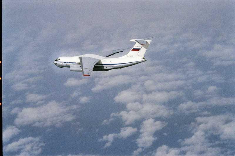 Försvarets bild från 24 augusti 2012 Modellen IL-76 är ett 4-motorigt jetdrivet fraktflygplan från 1970-talet.